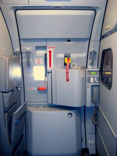 Airbus_A319_Door